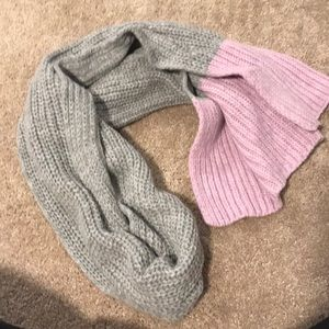 Gray and pink knit scarf